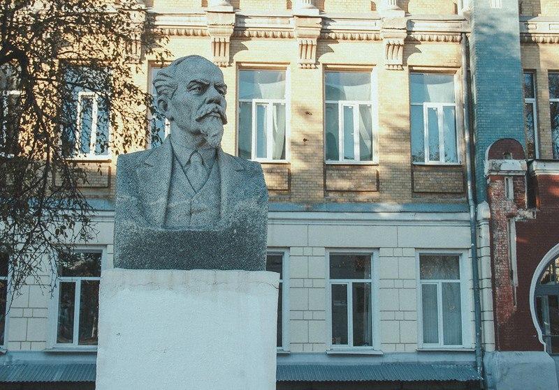 Бюст Лебедева-Полянского во Владимире 03