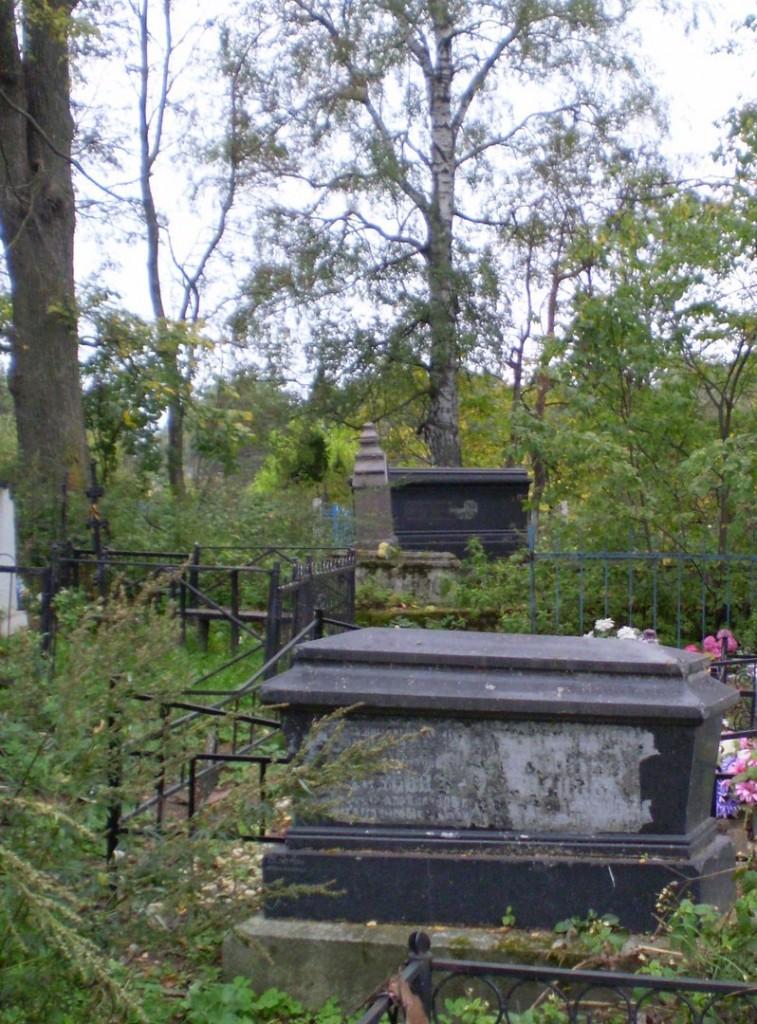 Дореволюционные могилы Ковалевы (д. Коняево) 02