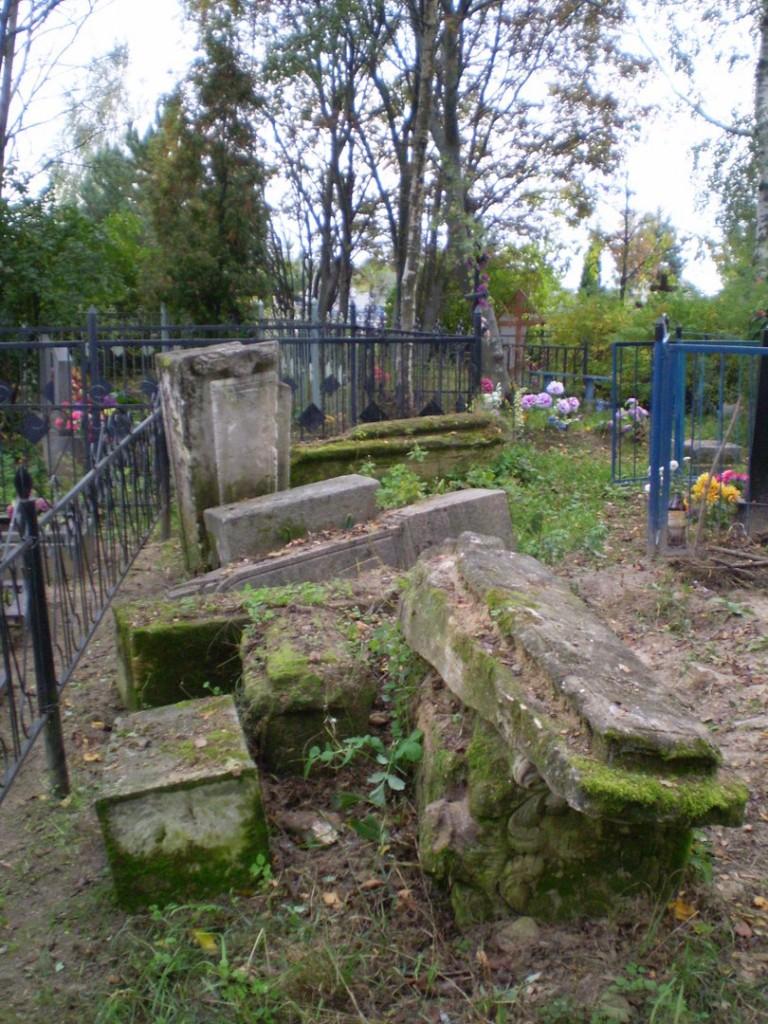 Дореволюционные могилы Ковалевы (д. Коняево) 03
