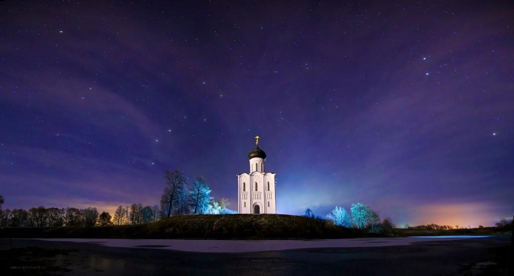 Ночное сияние храма Покрова на Нерли