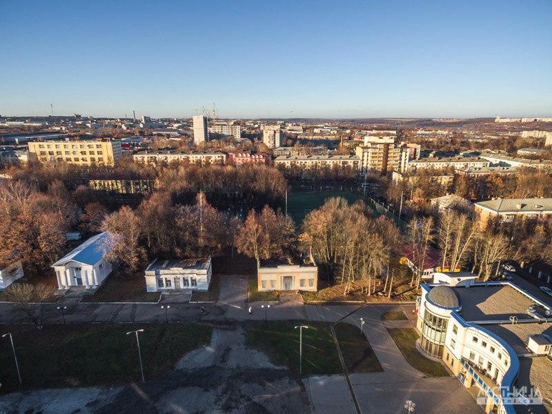 Строящееся колесо обозрения во Владимире с высоты 05