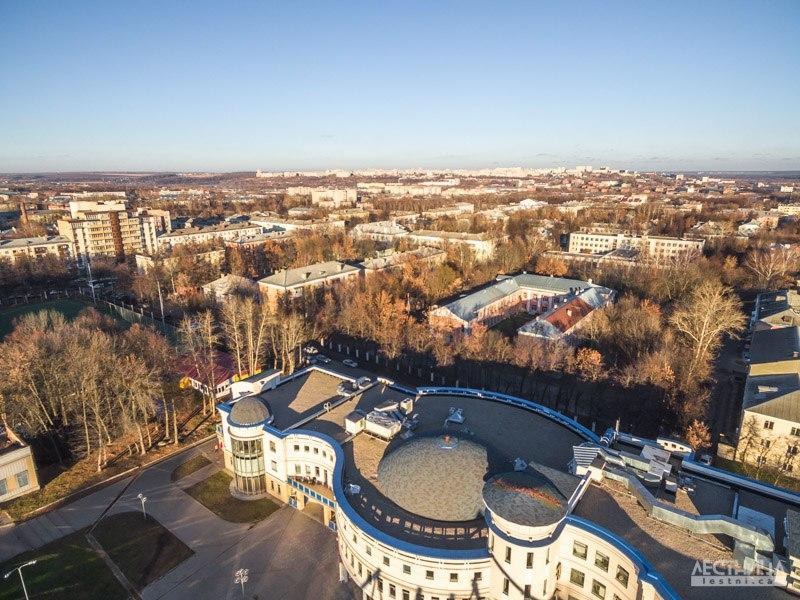 Строящееся колесо обозрения во Владимире с высоты 07