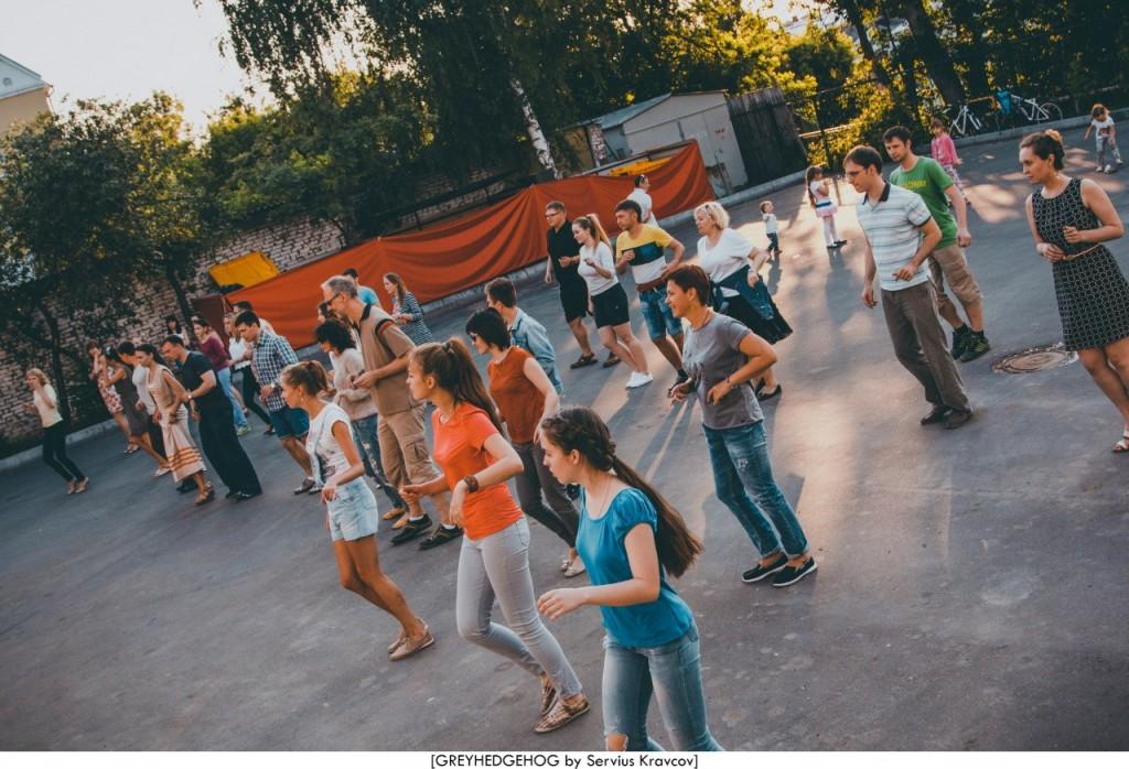 Танцы на свежем воздухе во Владимире 100