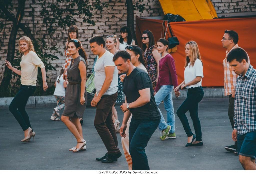 Танцы на свежем воздухе во Владимире 103