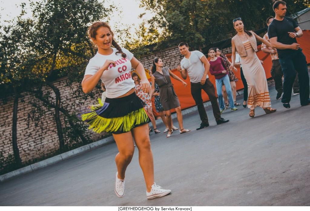 Танцы на свежем воздухе во Владимире 106