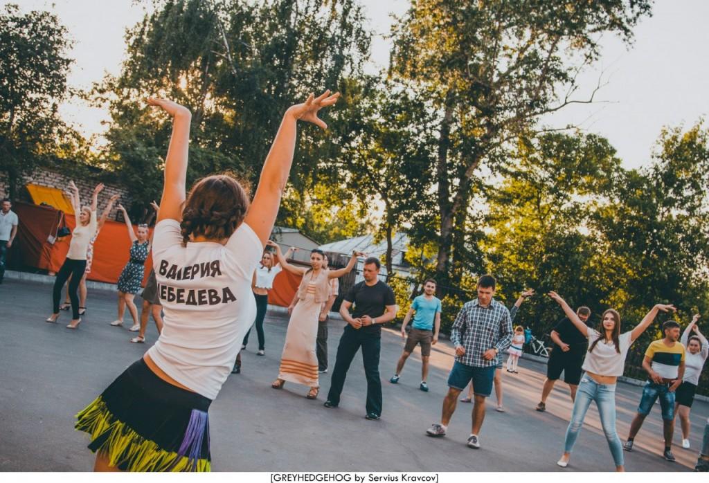 Танцы на свежем воздухе во Владимире 108