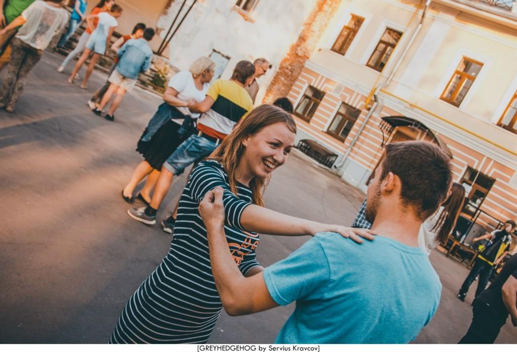 Танцы на свежем воздухе во Владимире 114
