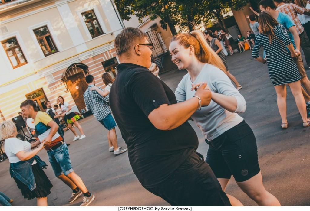 Танцы на свежем воздухе во Владимире 115