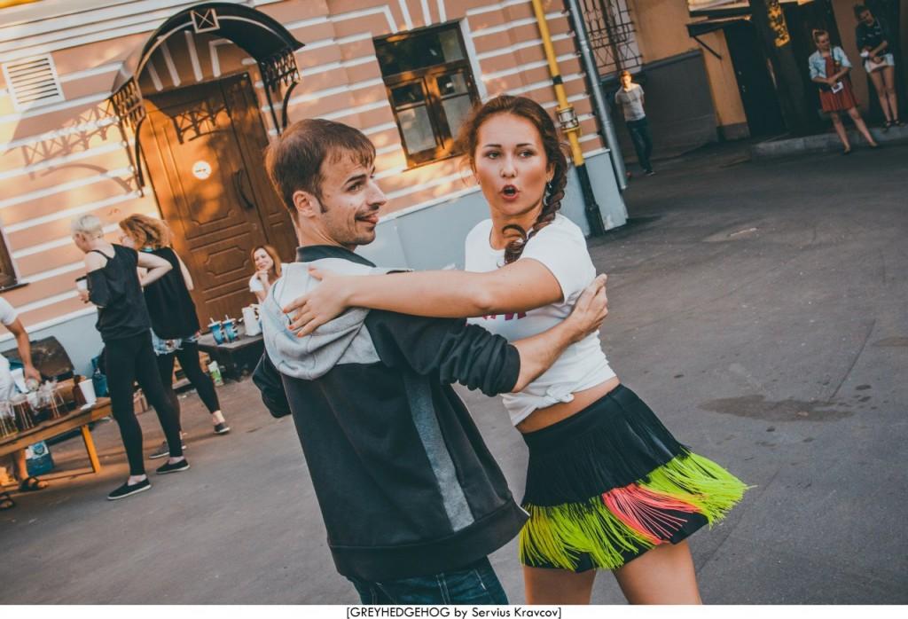 Танцы на свежем воздухе во Владимире 122