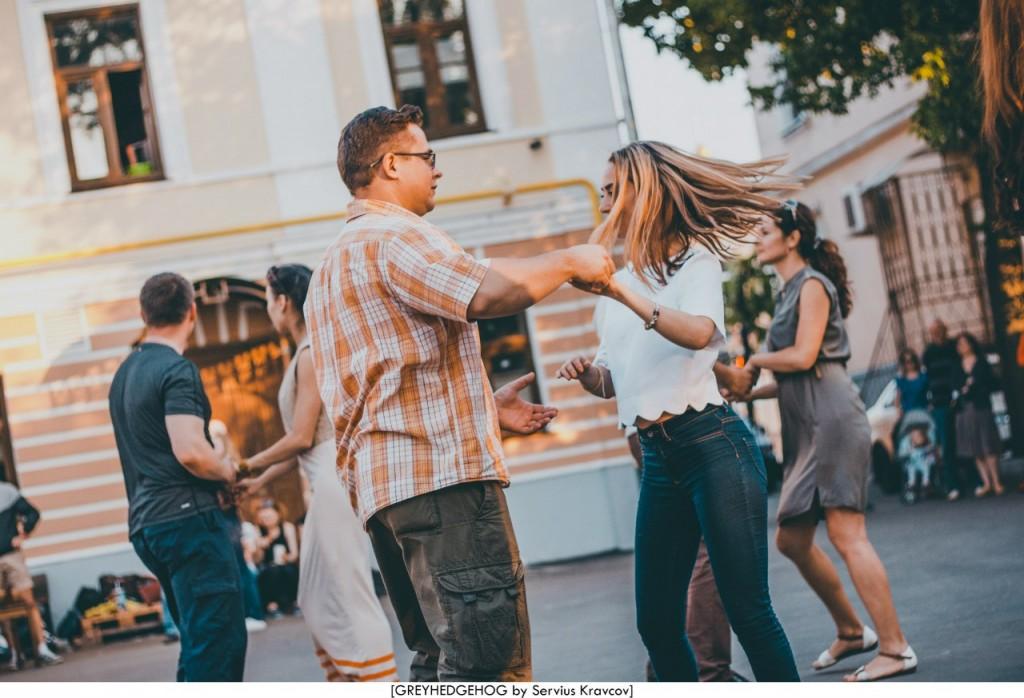 Танцы на свежем воздухе во Владимире 130