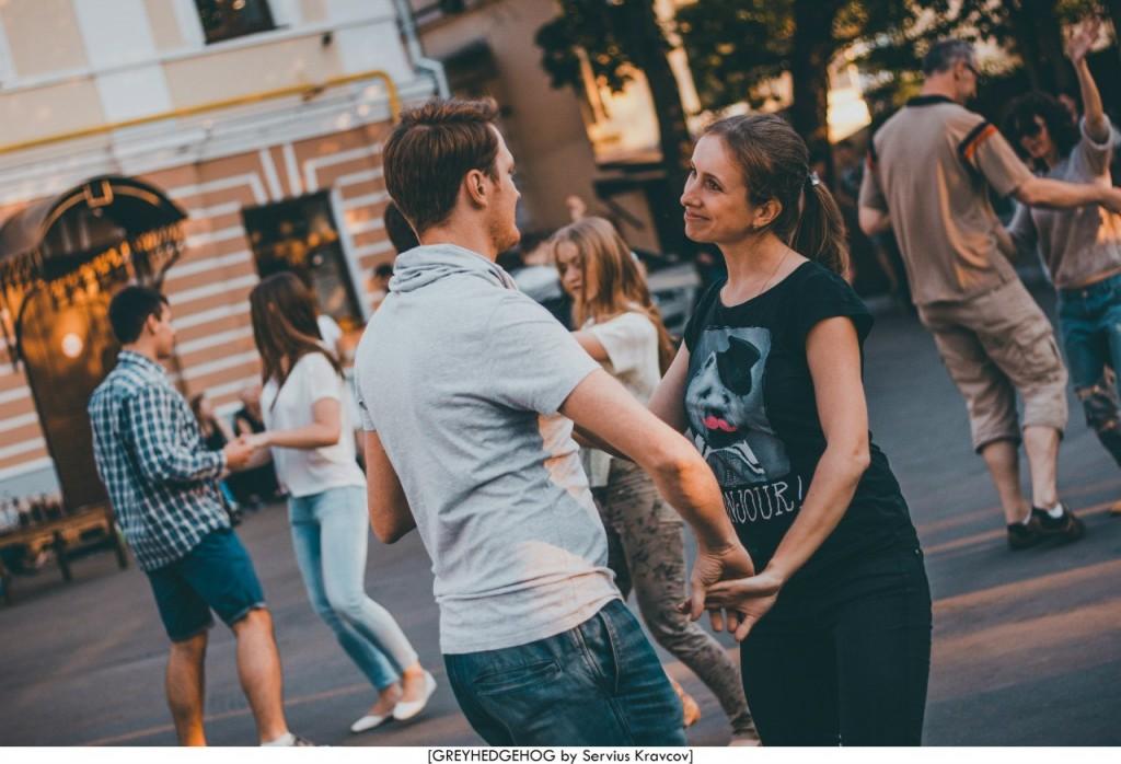 Танцы на свежем воздухе во Владимире 134