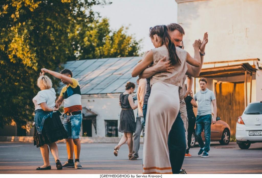 Танцы на свежем воздухе во Владимире 139
