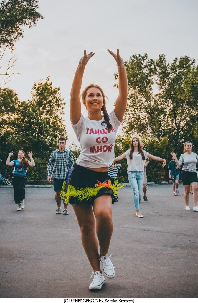 Танцы на свежем воздухе во Владимире 153