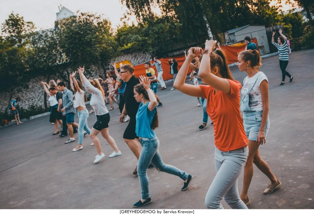 Танцы на свежем воздухе во Владимире 155