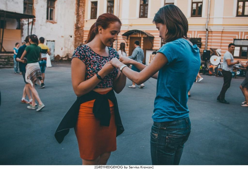 Танцы на свежем воздухе во Владимире 158