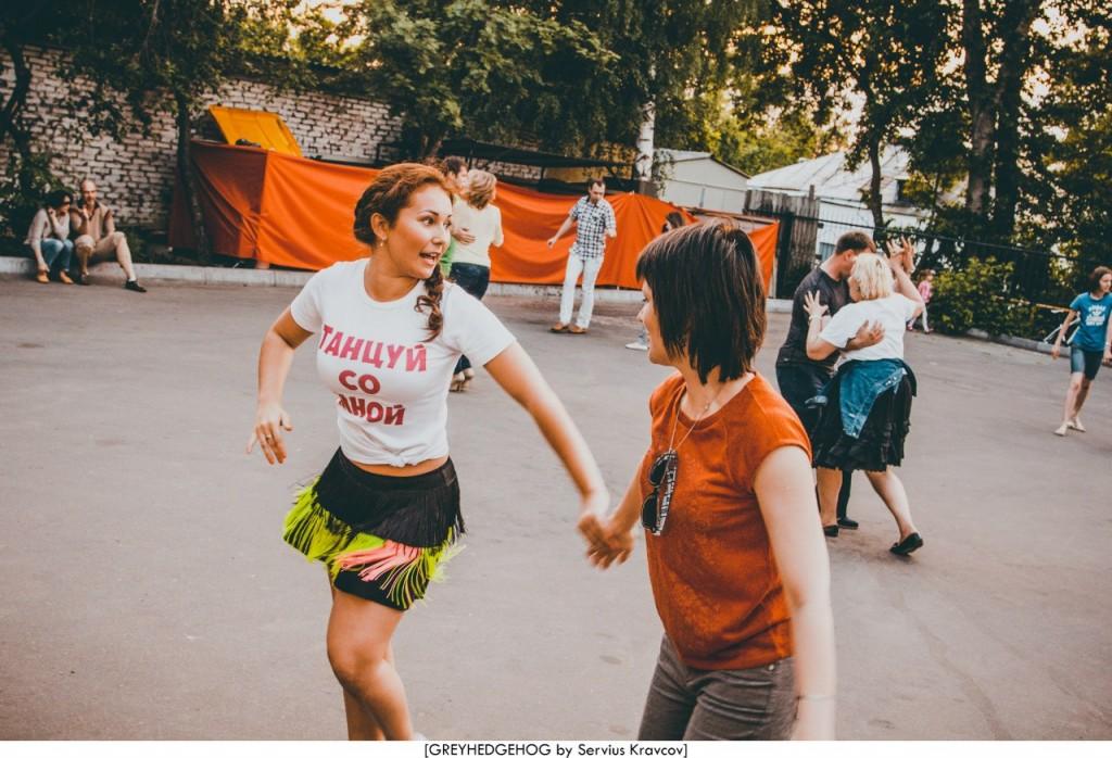 Танцы на свежем воздухе во Владимире 165