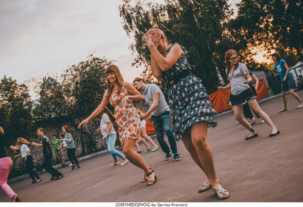 Танцы на свежем воздухе во Владимире 172