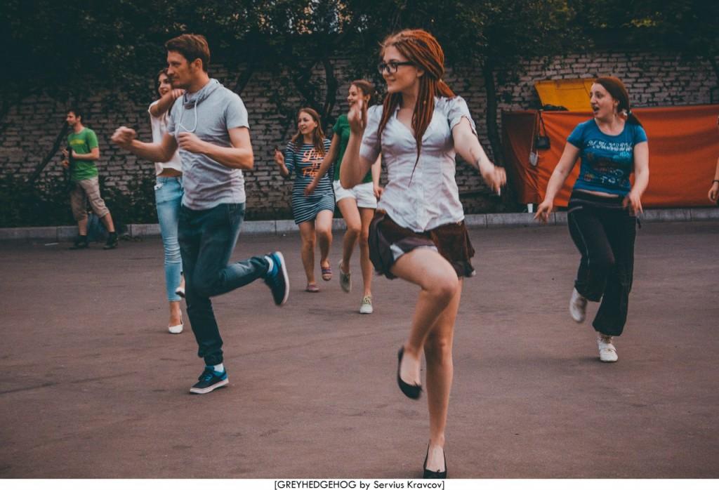 Танцы на свежем воздухе во Владимире 174