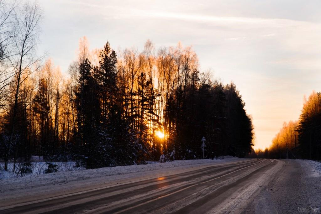 Зимнее воскресное утро на дороге