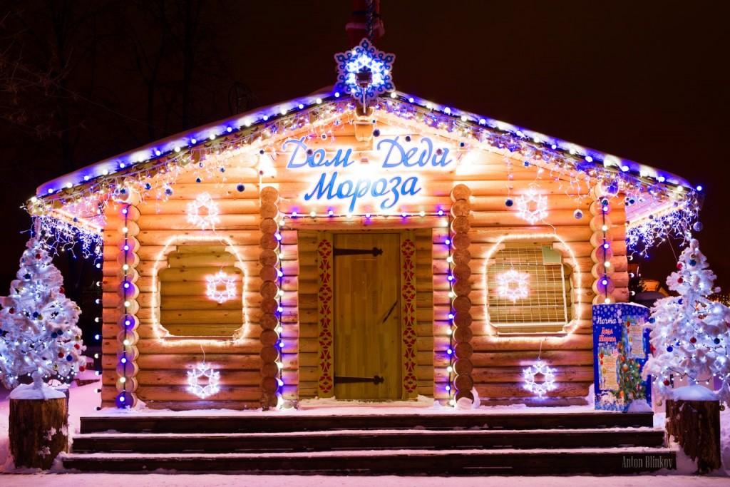 Дед Мороз уехал, а домик остался