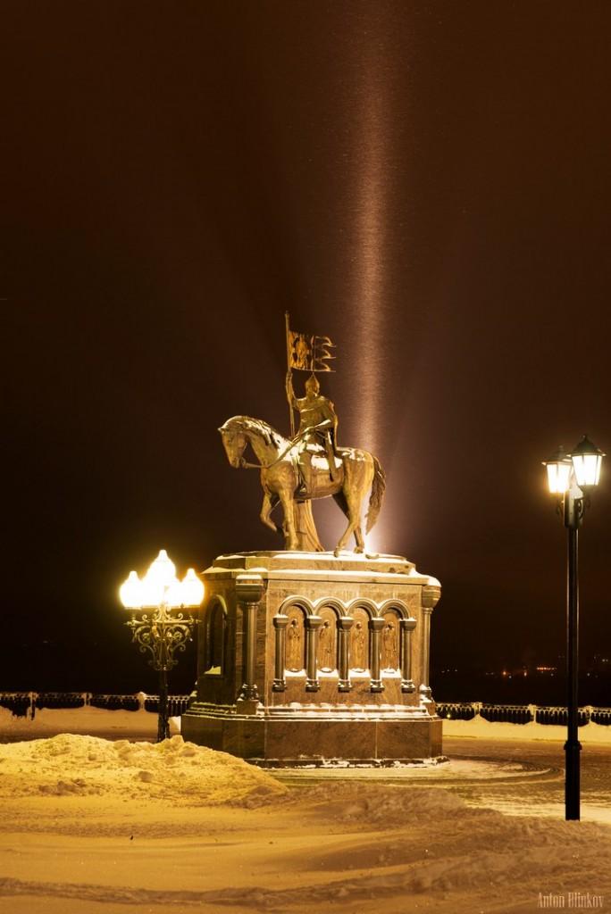 Ночь у памятника Владимиру Святославовичу