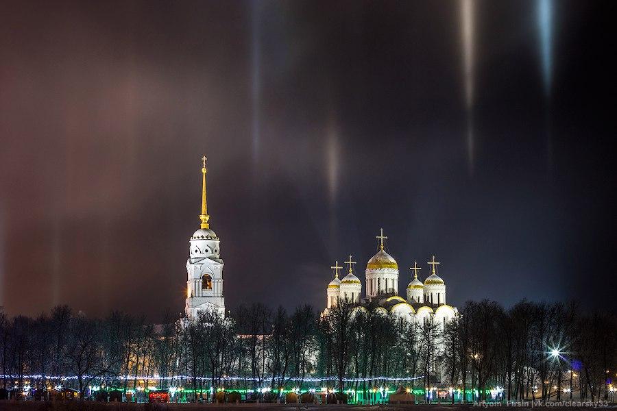 Световые столбы над Владимиром 01