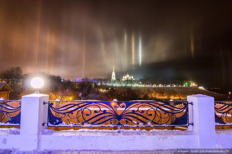 Световые столбы над Владимиром 03