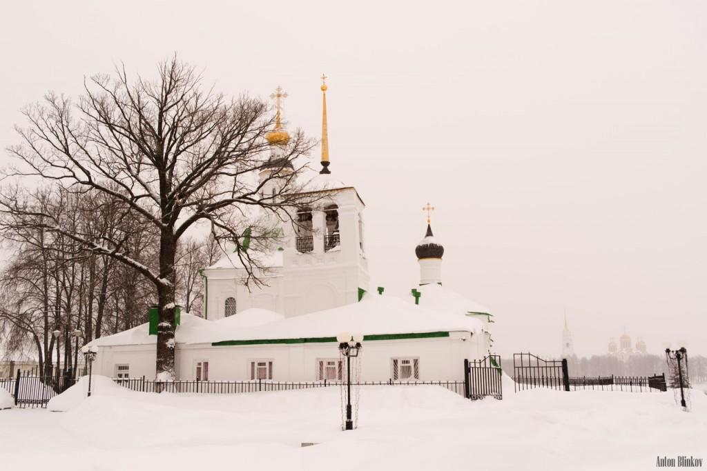 Спасская церковь. Всё белым бело.