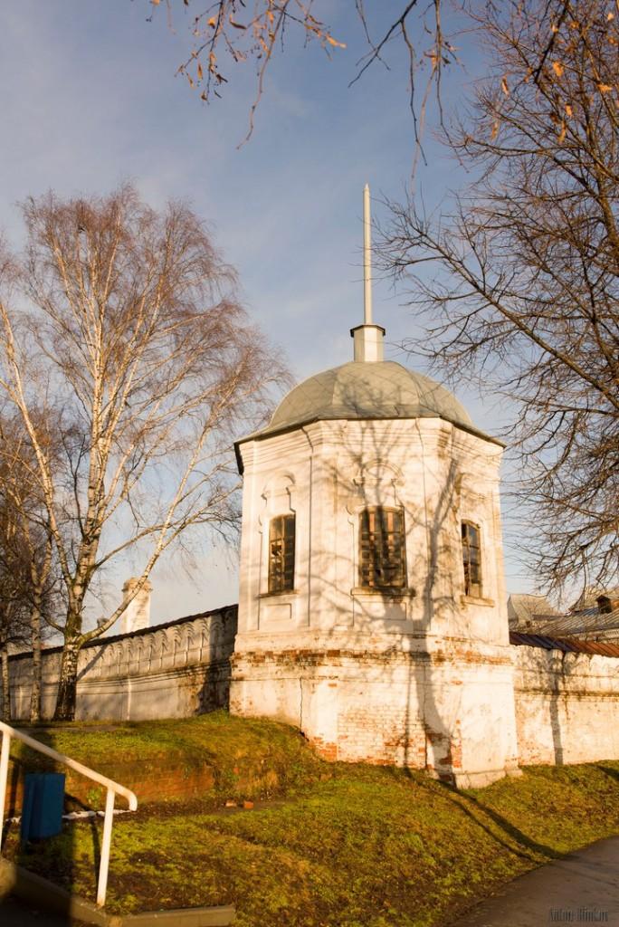Юго-Западная восьмигранная башня Богородице-Рождественского монастыря