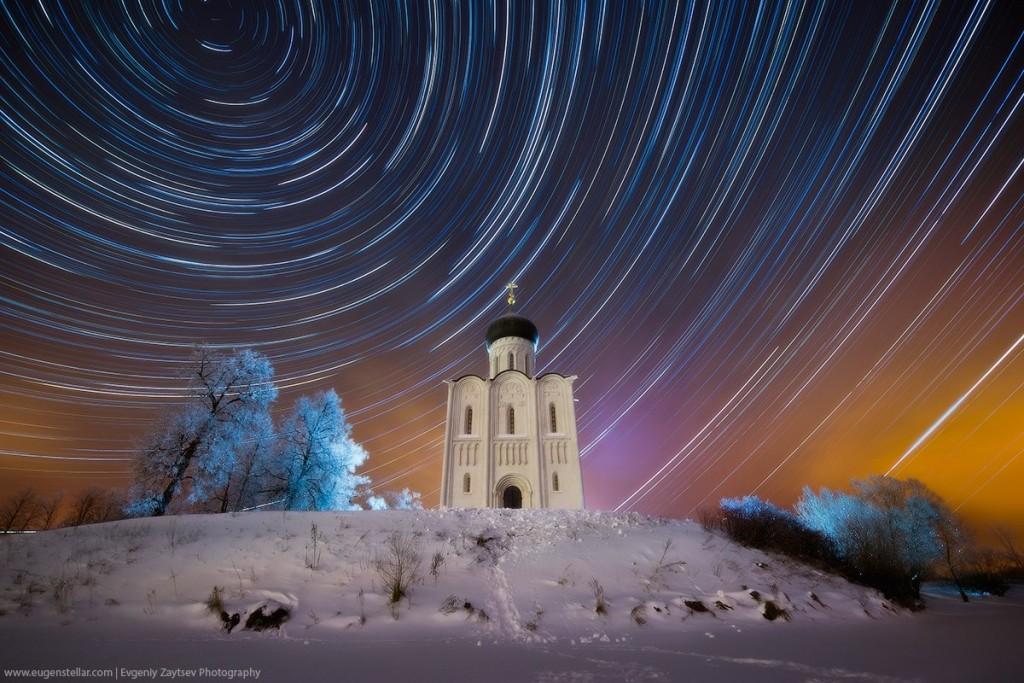 Звездные следы над церковью Покрова на Нерли от Евгения Зайцева