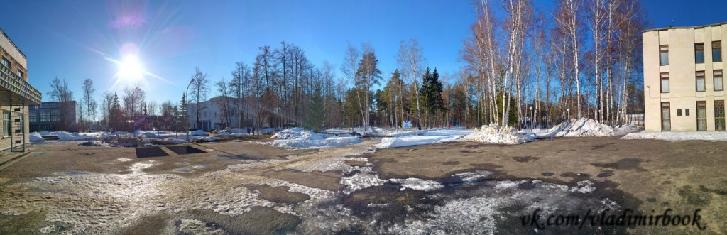 На улице морозно и солнечно, а мы сидим на работе