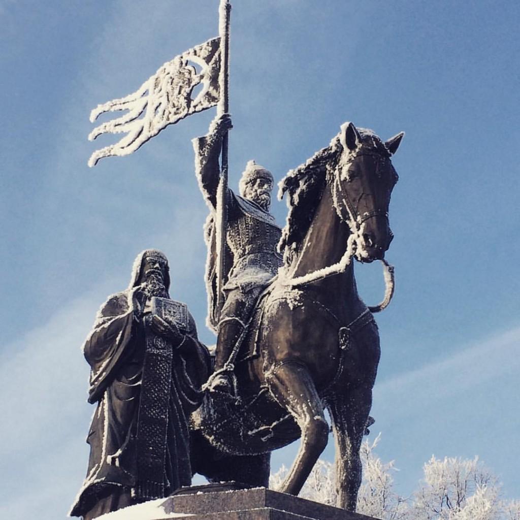 Немного охлаждённый памятник святителям