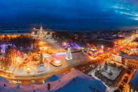 Новый Год уже давно прошел, а Владимир все еще стоит наряженный:)