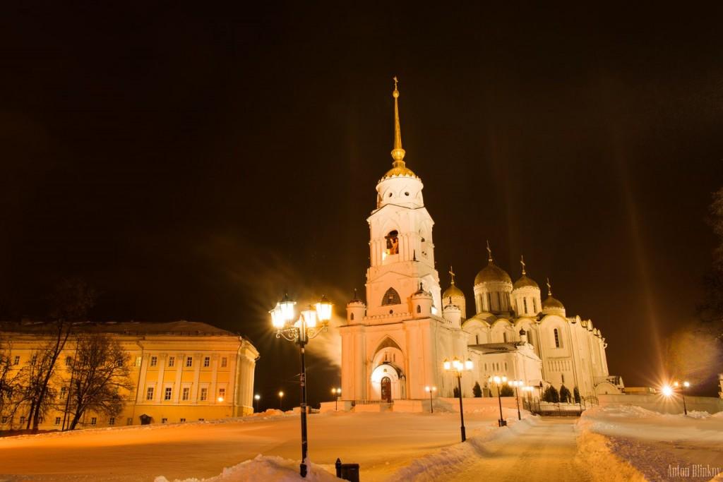 Ночная прогулка к зимнему Успенскому Собору