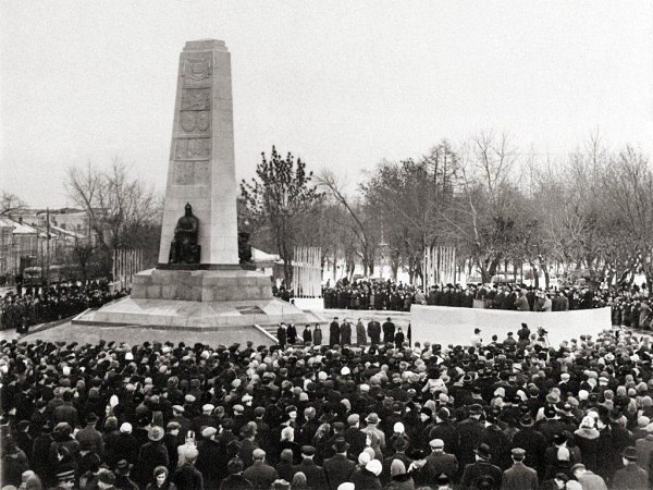 Памятник 850-летия города Владимира и его названия 01