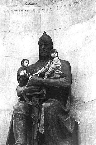 Памятник 850-летия города Владимира и его названия 02