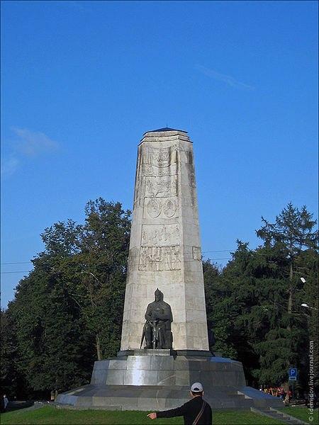 Памятник 850-летия города Владимира и его названия 03