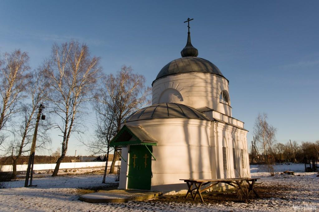 Свято-Троицкий храм. Село Дубки 01