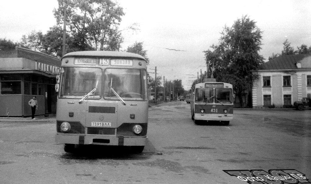 г. Владимир, ЗиУ-682В № 431 — маршрут 12 и ЛиАЗ-677М № 7391 ВЛЛ