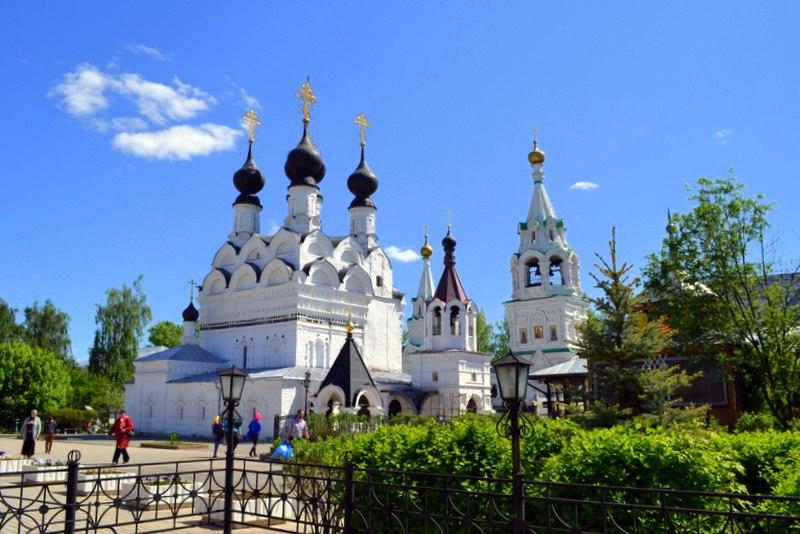 Весной в Троицком монастыре в Муроме с Мариной Уваровой 01