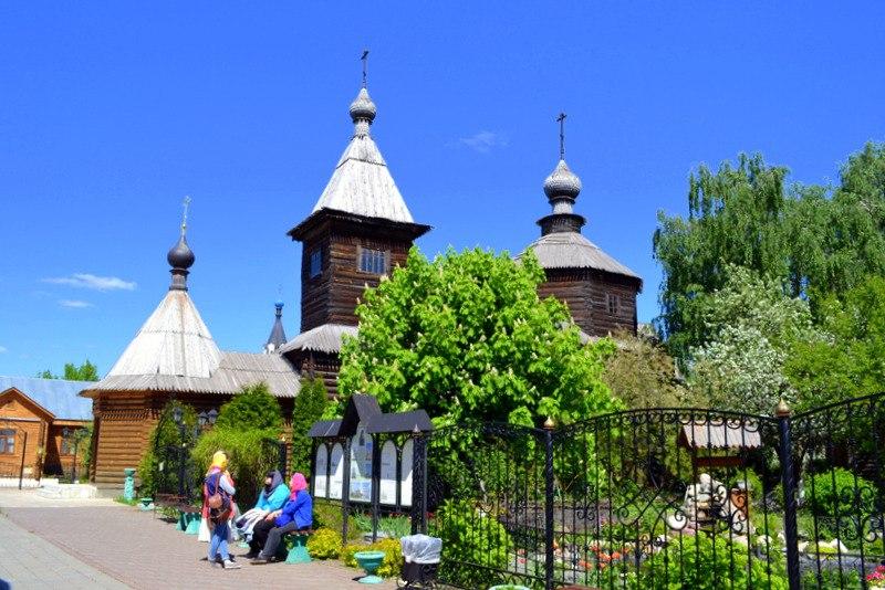 Весной в Троицком монастыре в Муроме с Мариной Уваровой 03