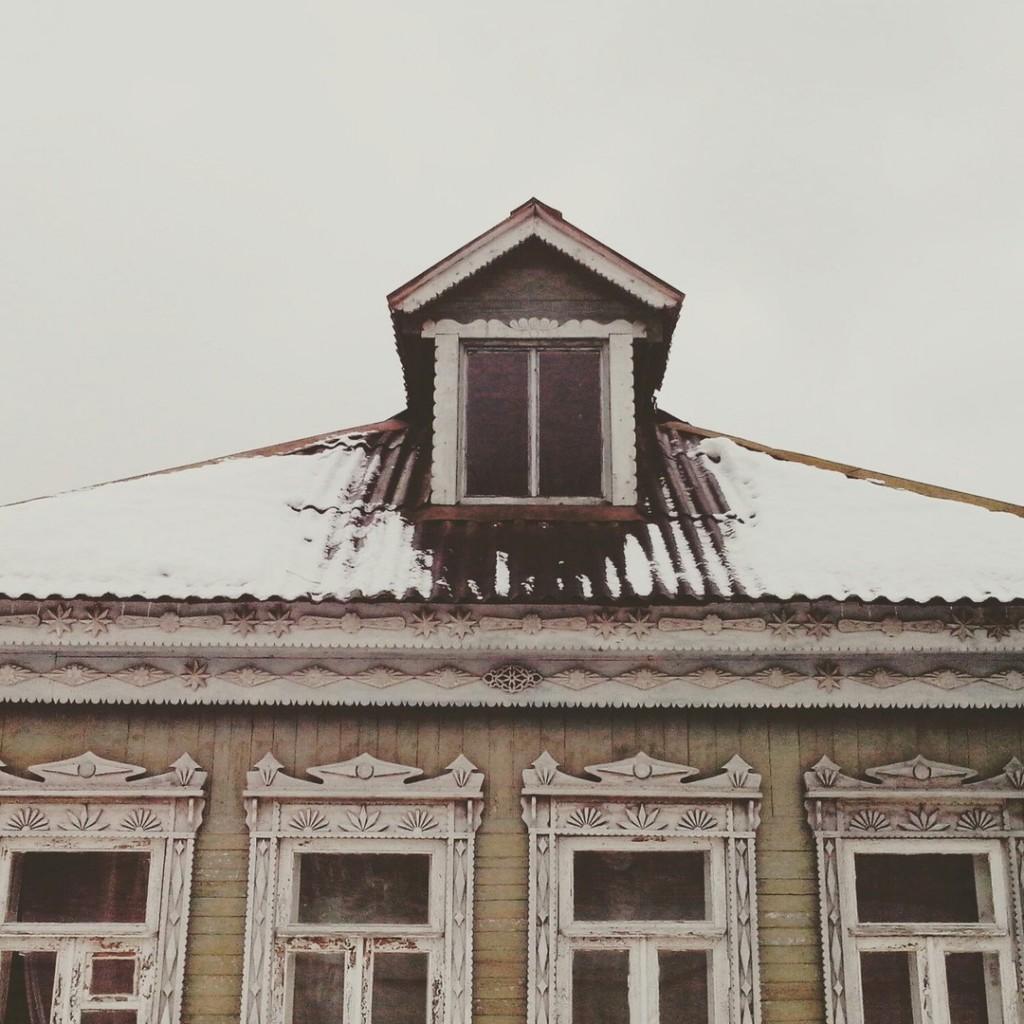 Дома с резными наличниками в маленьком поселке Городищи 02
