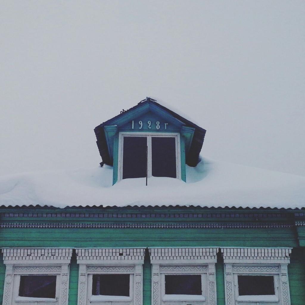 Дома с резными наличниками в маленьком поселке Городищи 03