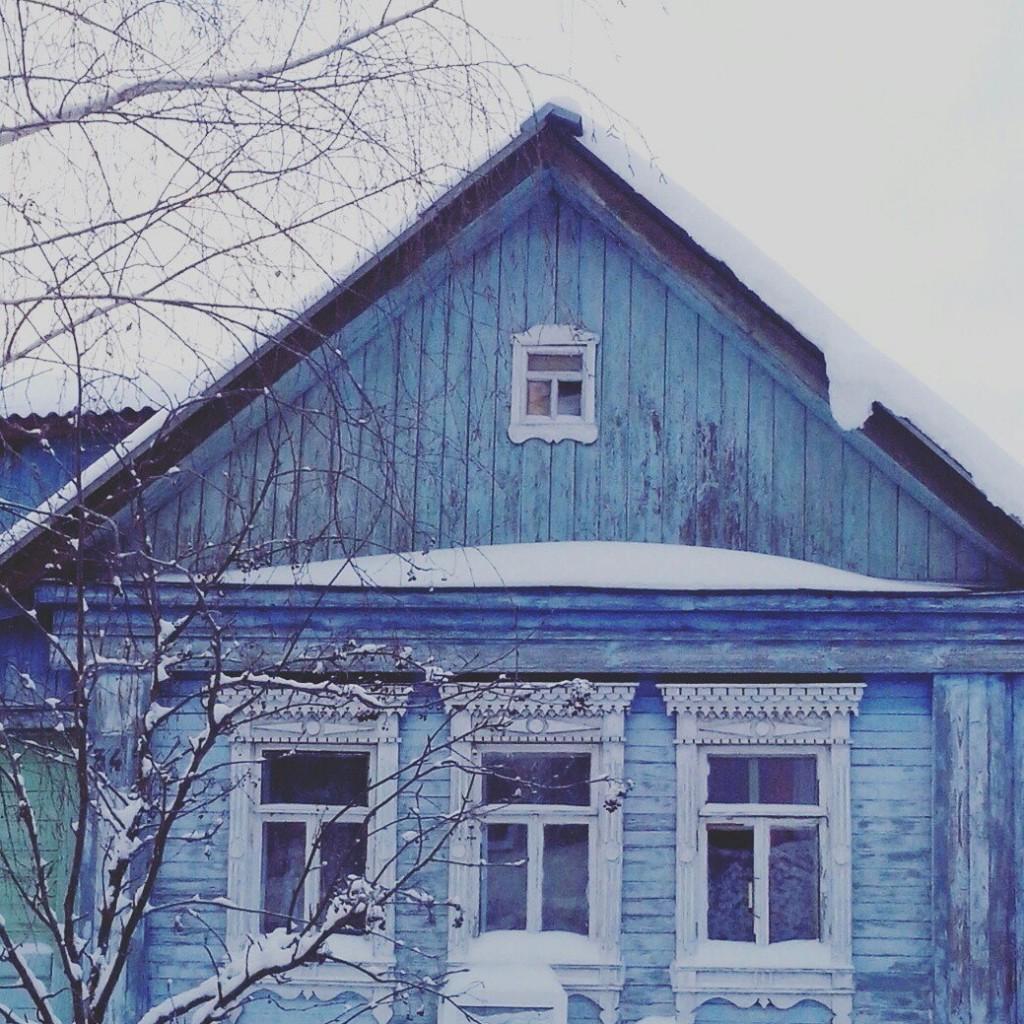 Дома с резными наличниками в маленьком поселке Городищи 04