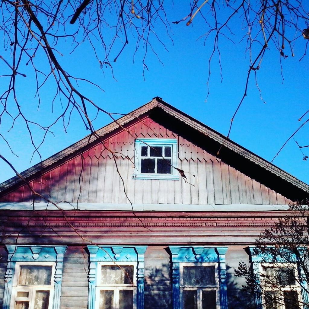 Дома с резными наличниками в маленьком поселке Городищи 06