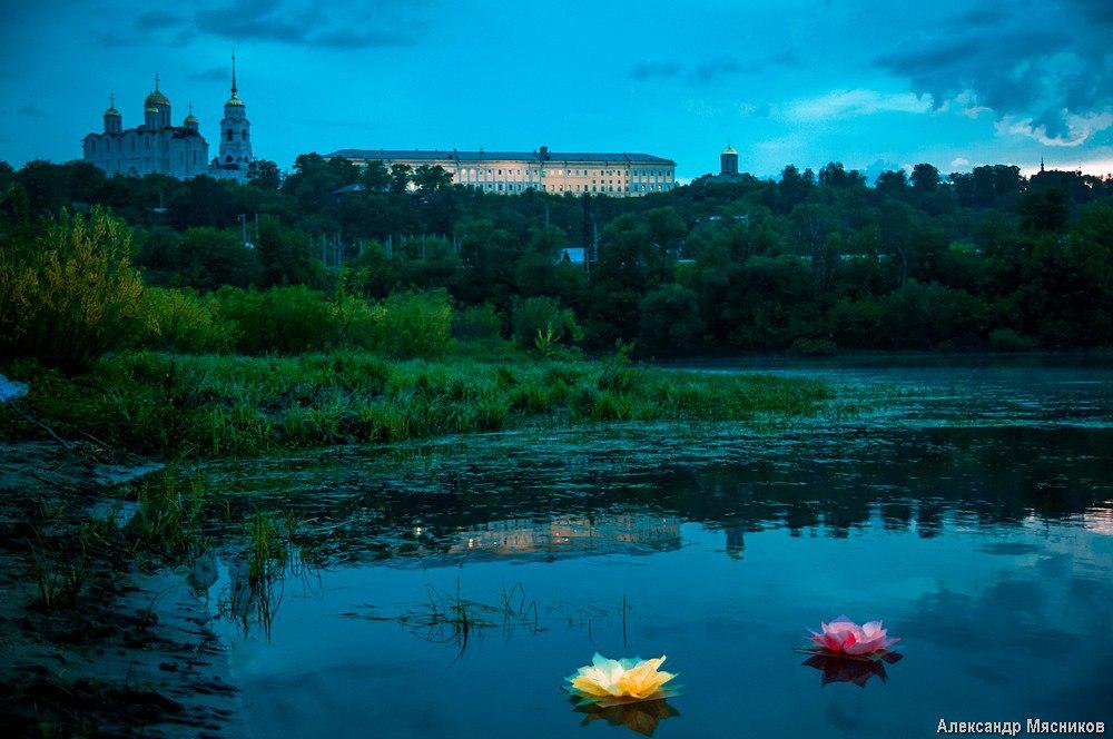 Запуск водных фонариков на Клязьме 04