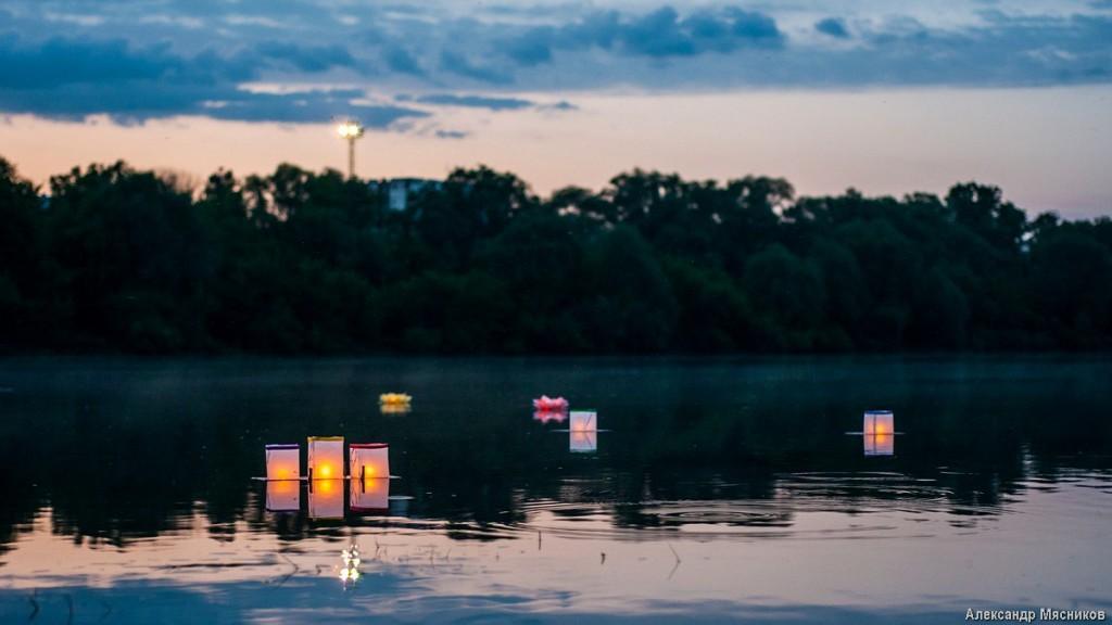 Запуск водных фонариков на Клязьме 07