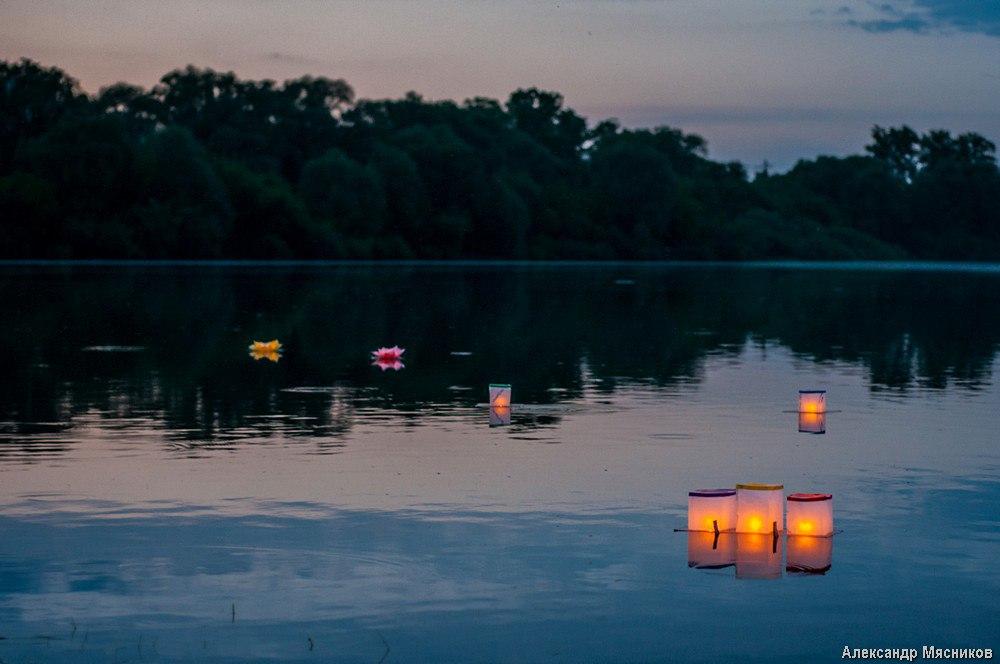 Запуск водных фонариков на Клязьме 08