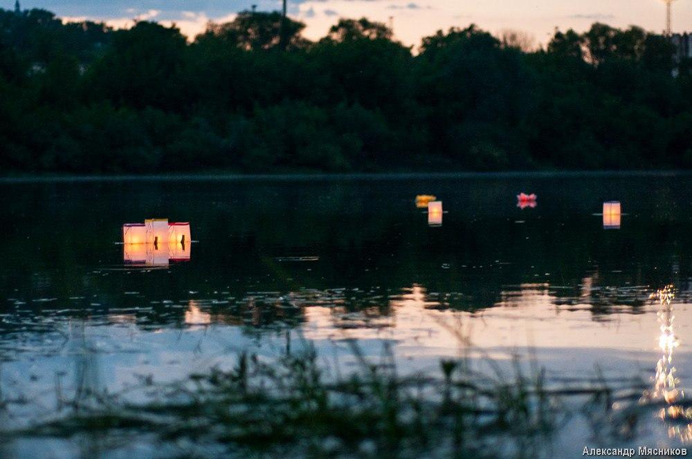 Запуск водных фонариков на Клязьме 09