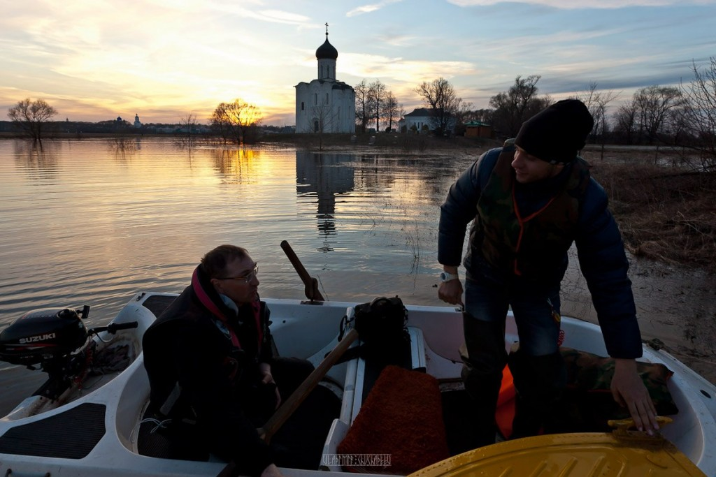 На лодке к чудесному храму с Владимиром Чучадеевым 08